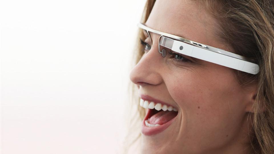 Google Glass : des applications sociales dévoilées avec Facebook et Twitter