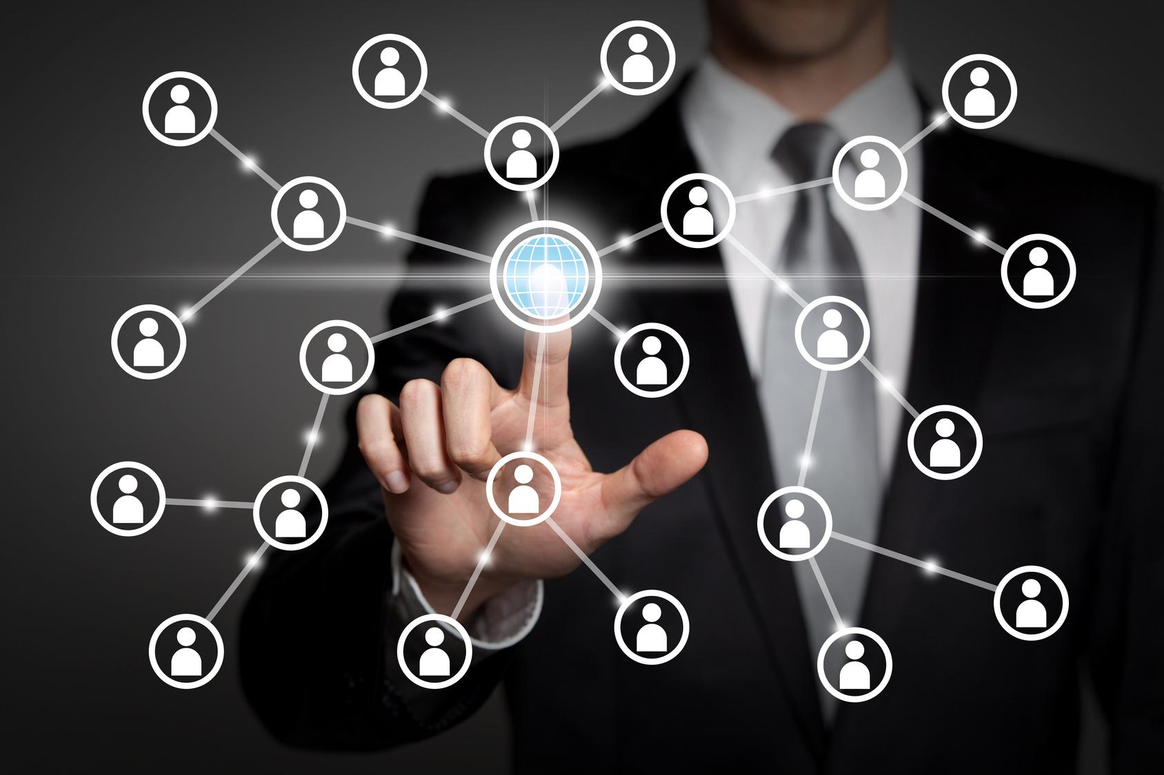 Facebook : Pourquoi lance-t-il son réseau social d'entreprise ?