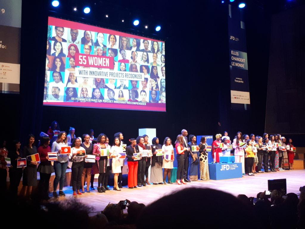 La photo nous montre les 55 participantes du total startup of the year challenge.